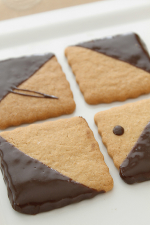 Chocolate-Dipped Graham Crackers